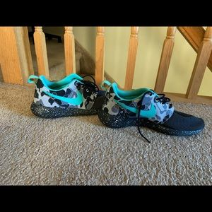 Nike Shoes - Nike sneakers !